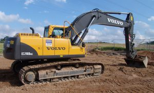 1280px-Volvo_Kettenbagger_EC290B_3